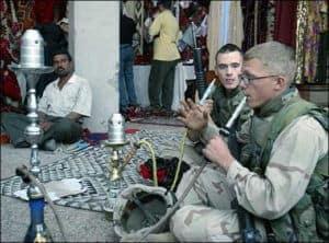 Amerikai katonak vizipipaznak