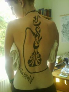 Vizipipa tetovalas (?) a haton